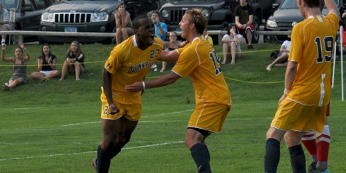 Ogunjobi scores hat trick and game-winner for men's soccer