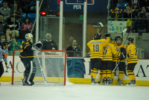 Quinnipiac men's ice hockey ties program record
