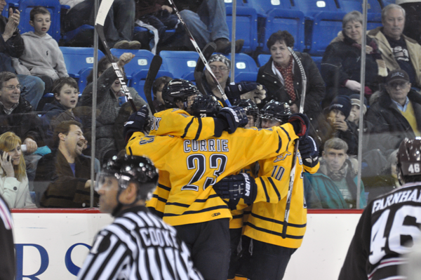 Men's hockey clinches home ice