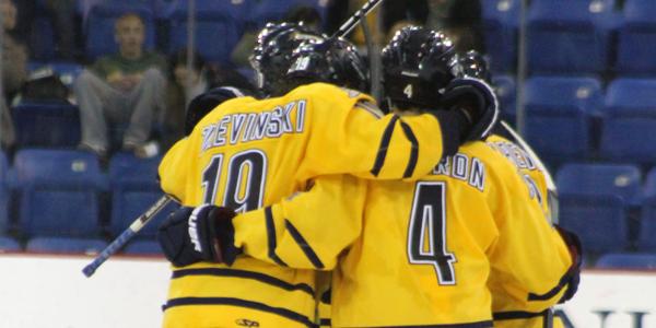 Quinnipiac men's ice hockey advances to quarterfinals