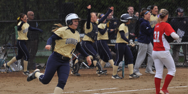 Quinnipiac softball hits 4 home runs in a row [Video]