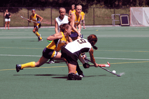 Quinnipiac's Amanda Danziger reaches for the ball during Sunday's game vs. Towson University.