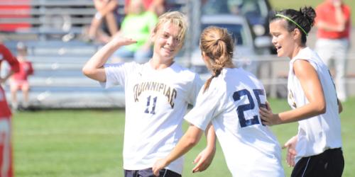 Women's soccer improves to 4-0-1