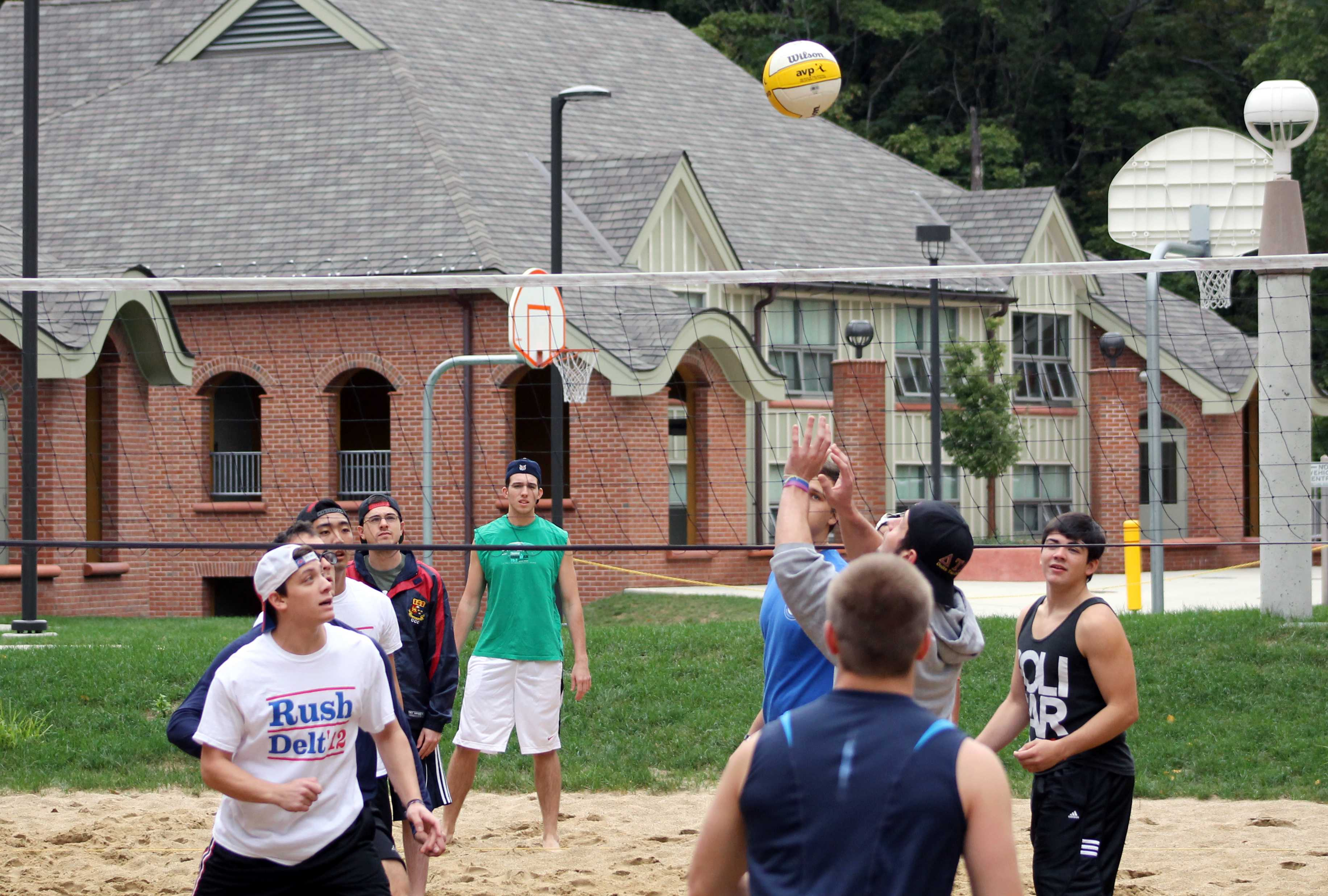 Phi Sigma Sigma, Pi Kappa Phi host charity volleyball tournament