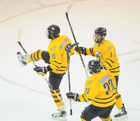 Samuels-Thomas gives Quinnipiac men's ice hockey OT winner