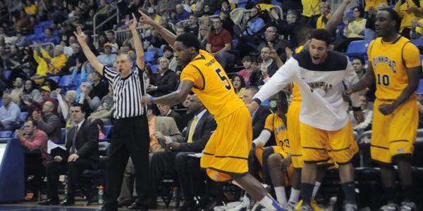 Men's basketball winning streak hits six
