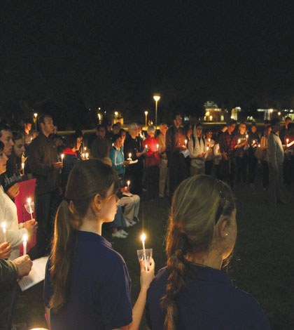 Community comes together to pray for Middle East