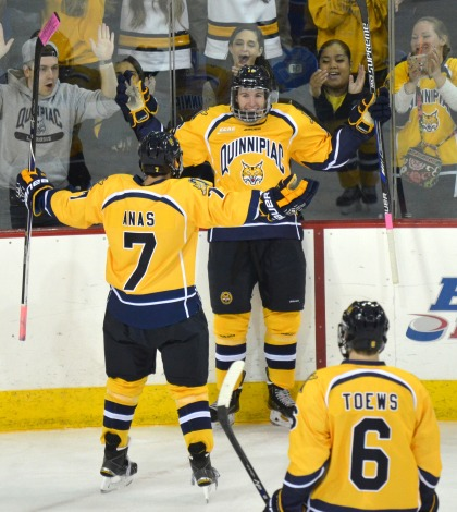 Men's ice hockey plays to draw against UMass Lowell