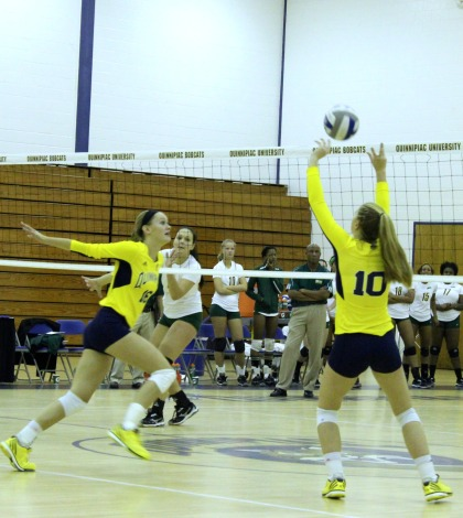 Women's volleyball loses fourth straight
