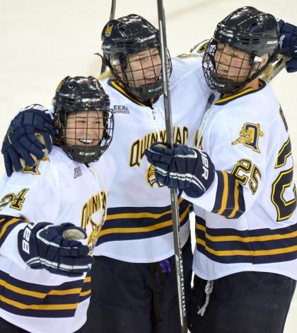 Women's ice hockey downs Dartmouth at home