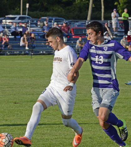 Men's soccer falls to Holy Cross