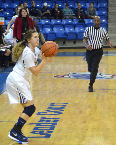 Women's basketball falls to Manhattan 52-42
