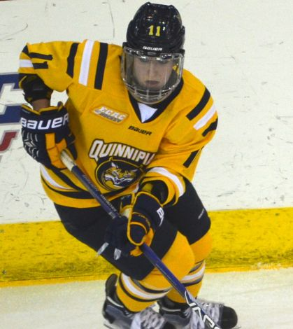 Women's hockey extend winning streak to eight vs New Hampshire