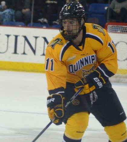 Anas' big night lifts men's ice hockey past Colgate