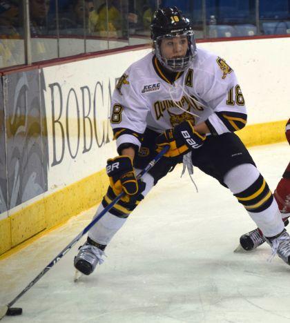 Women's ice hockey tops RPI 2-1 in double OT
