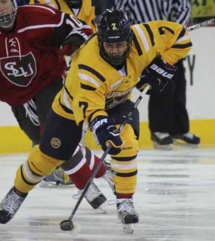 Women's ice hockey defeats St. Lawrence 2-1