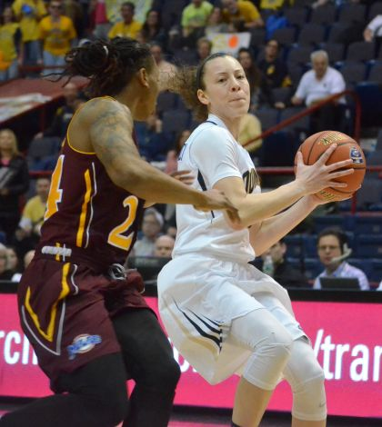 Women's basketball falls to Iona in MAAC championship