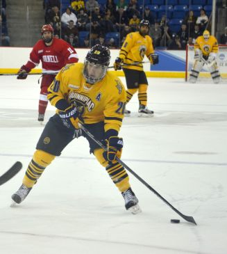 Men's ice hockey trounces Cornell 6-3 in Game 3