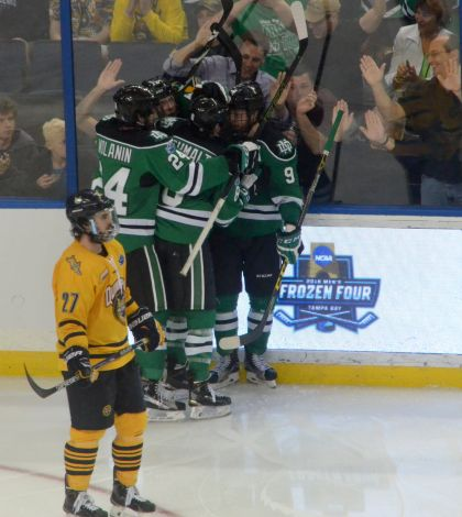 Men's ice hockey falls to North Dakota in national championship