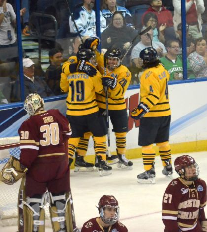 Men's ice hockey advances to NCAA National Championship