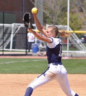 Softball splits doubleheader against Iona