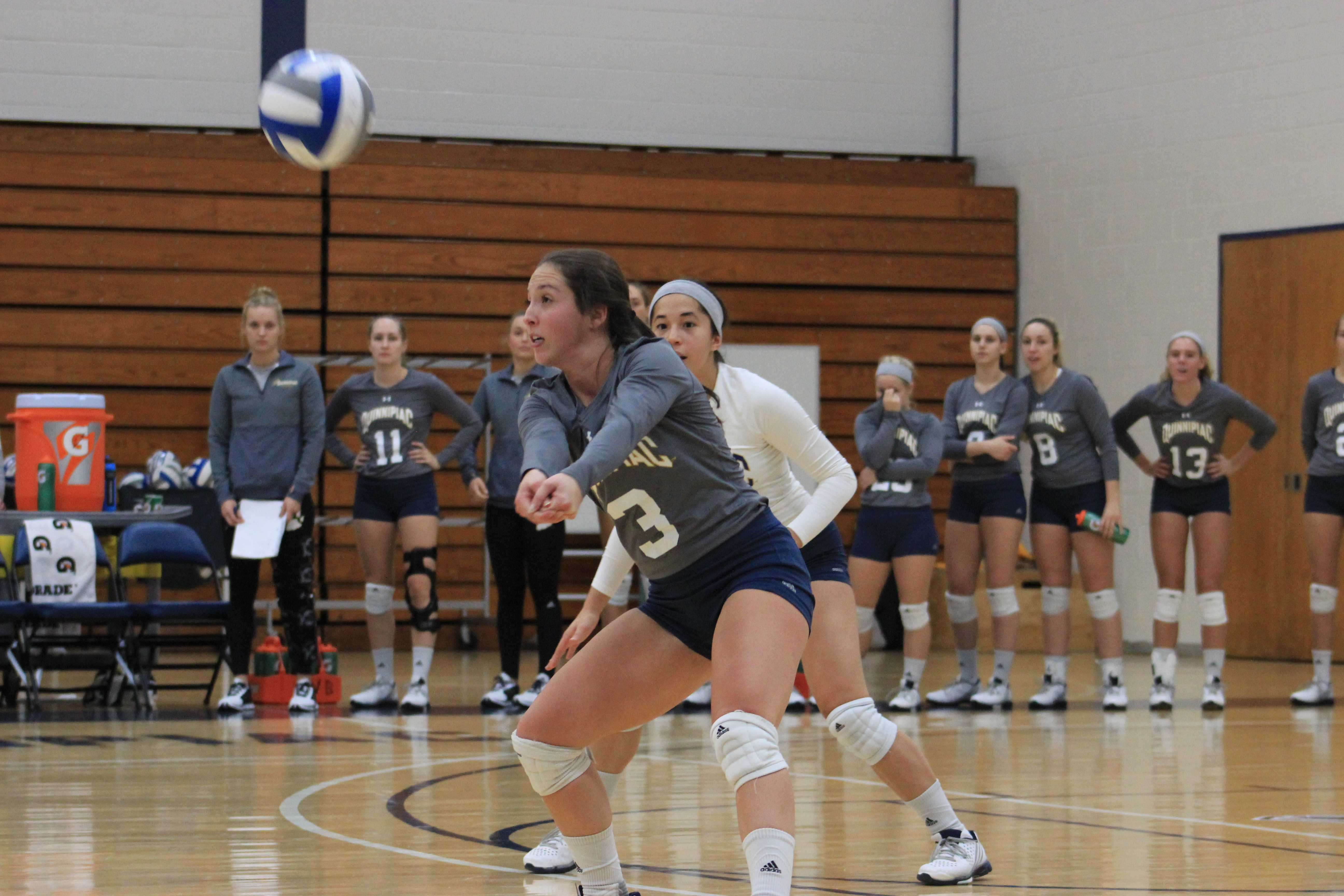 Women's volleyball picks up five set victory over Marist