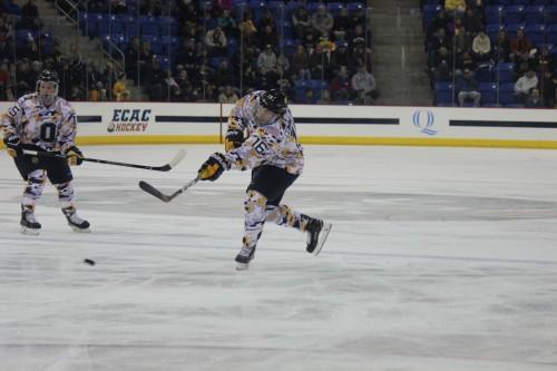 Men's ice hockey defeats Dartmouth behind Landon Smith's hat trick