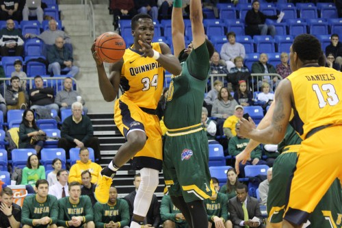 Siena dominates boards, beats men's basketball in Hamden