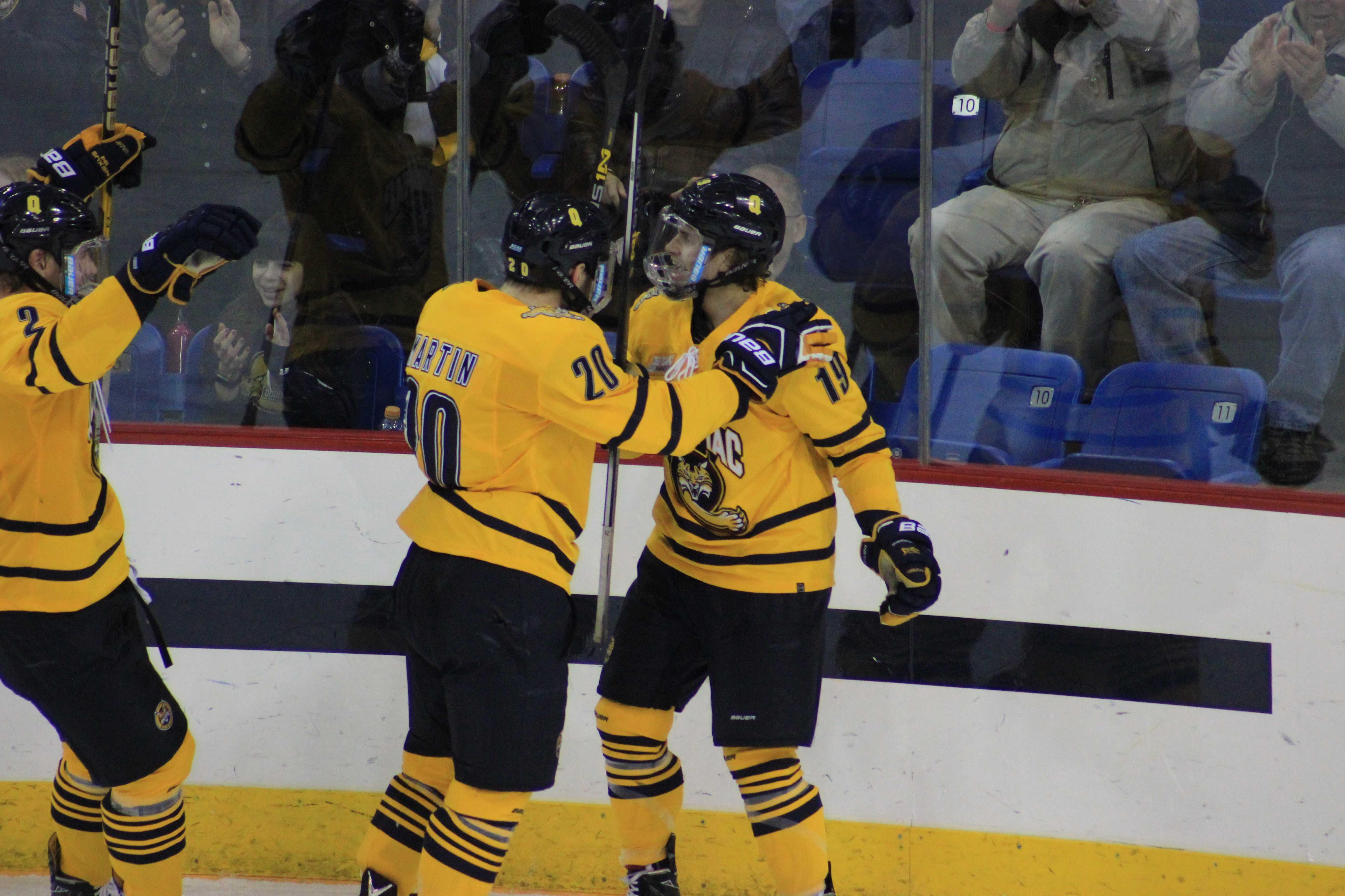 Men's ice hockey crushes Colgate, 4-1