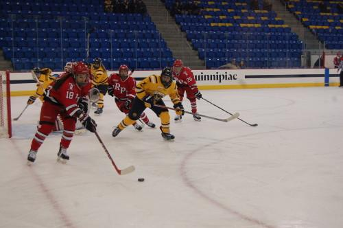 Women's ice hockey decimates RPI as Rossman ties program shutout record