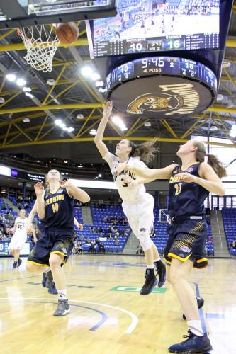 Women's basketball clinches top seed in MAAC Tournament with Senior Day win