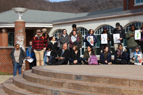 Students%2C+faculty+participate+in+silent+vigil+to+support+immigrants+and+refugees