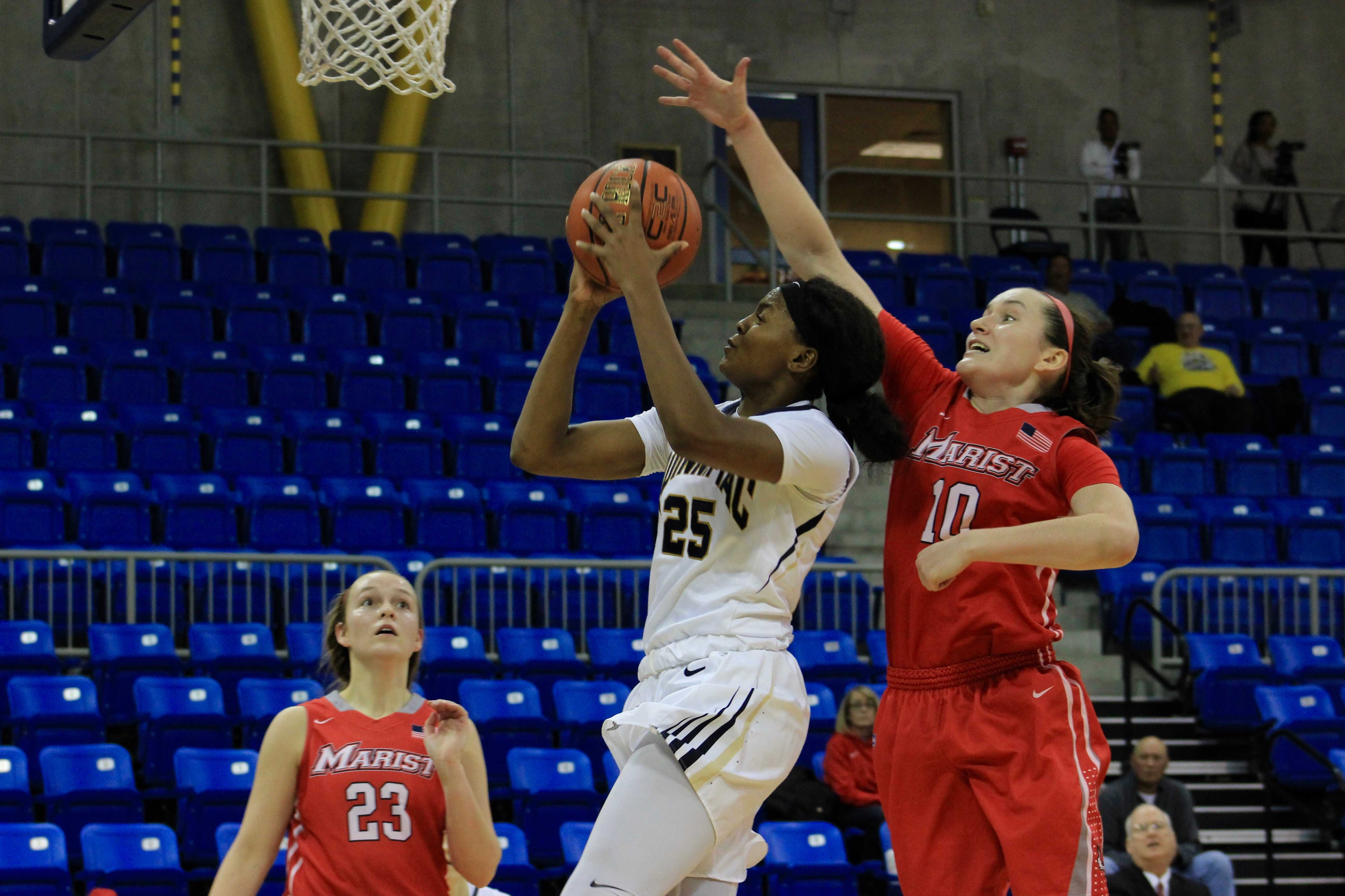 Women's basketball plows through snow day in 79-57 victory over Marist