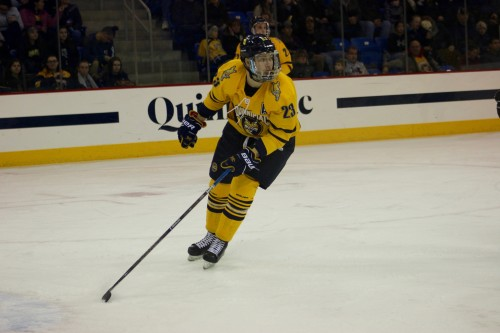 Men's ice hockey team completes series sweep with 5-1 win over Brown