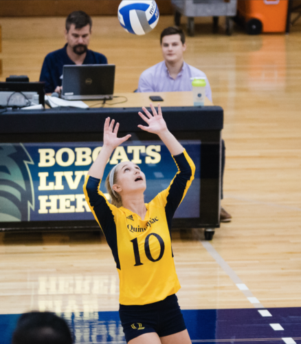 Quinnipiac volleyball defeats Rider in defensive duel