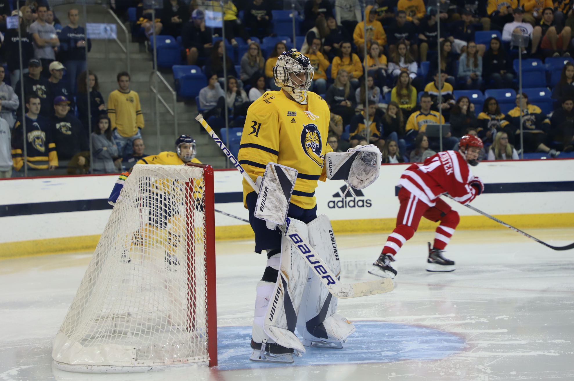 No. 14 Quinnipiac men's ice hockey loses 3-2 in final seconds to No. 2 Boston University
