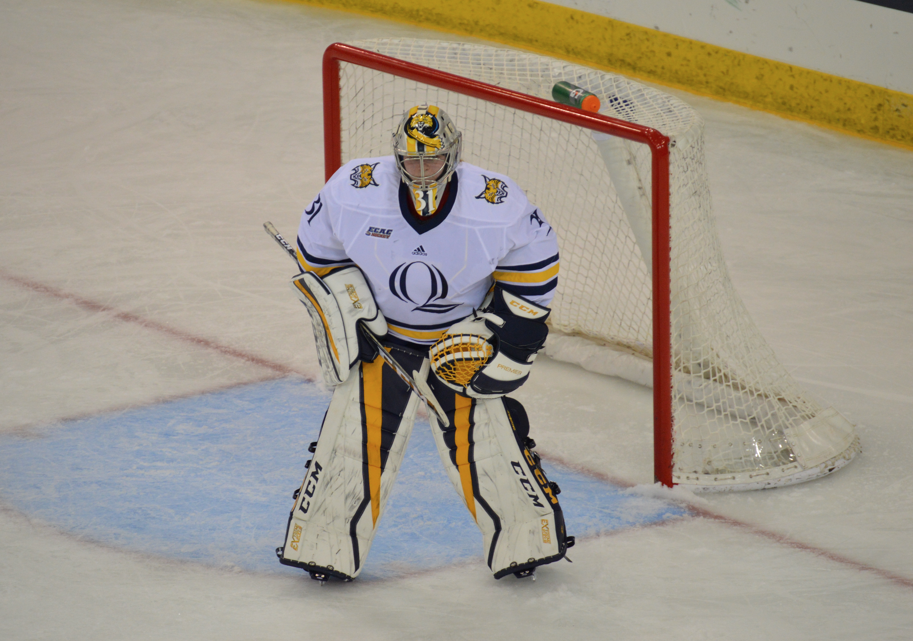 Quinnipiac women's ice hockey sweeps Vermont