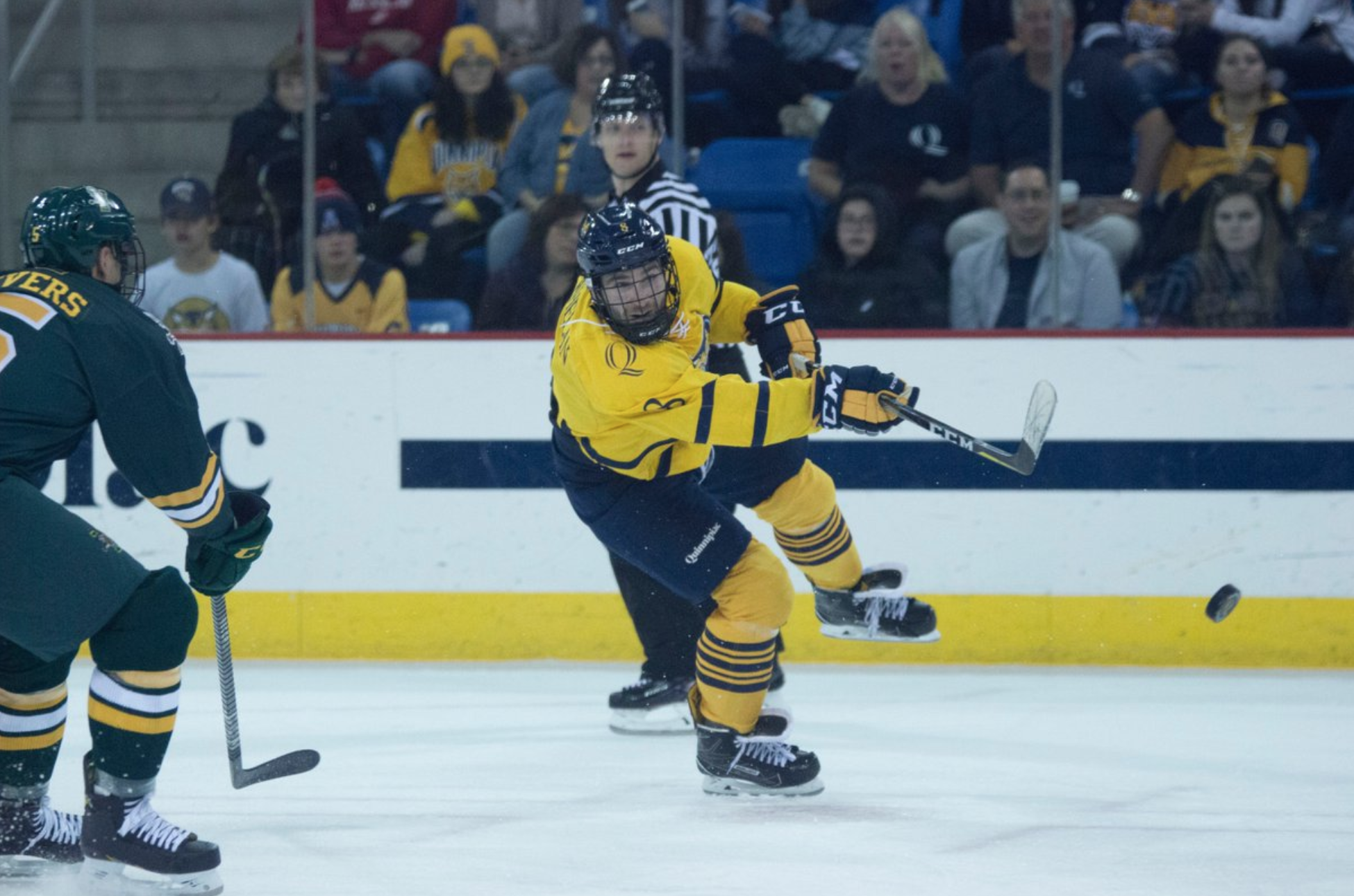 Quinnipiac men's ice hockey swept by UMass Amherst