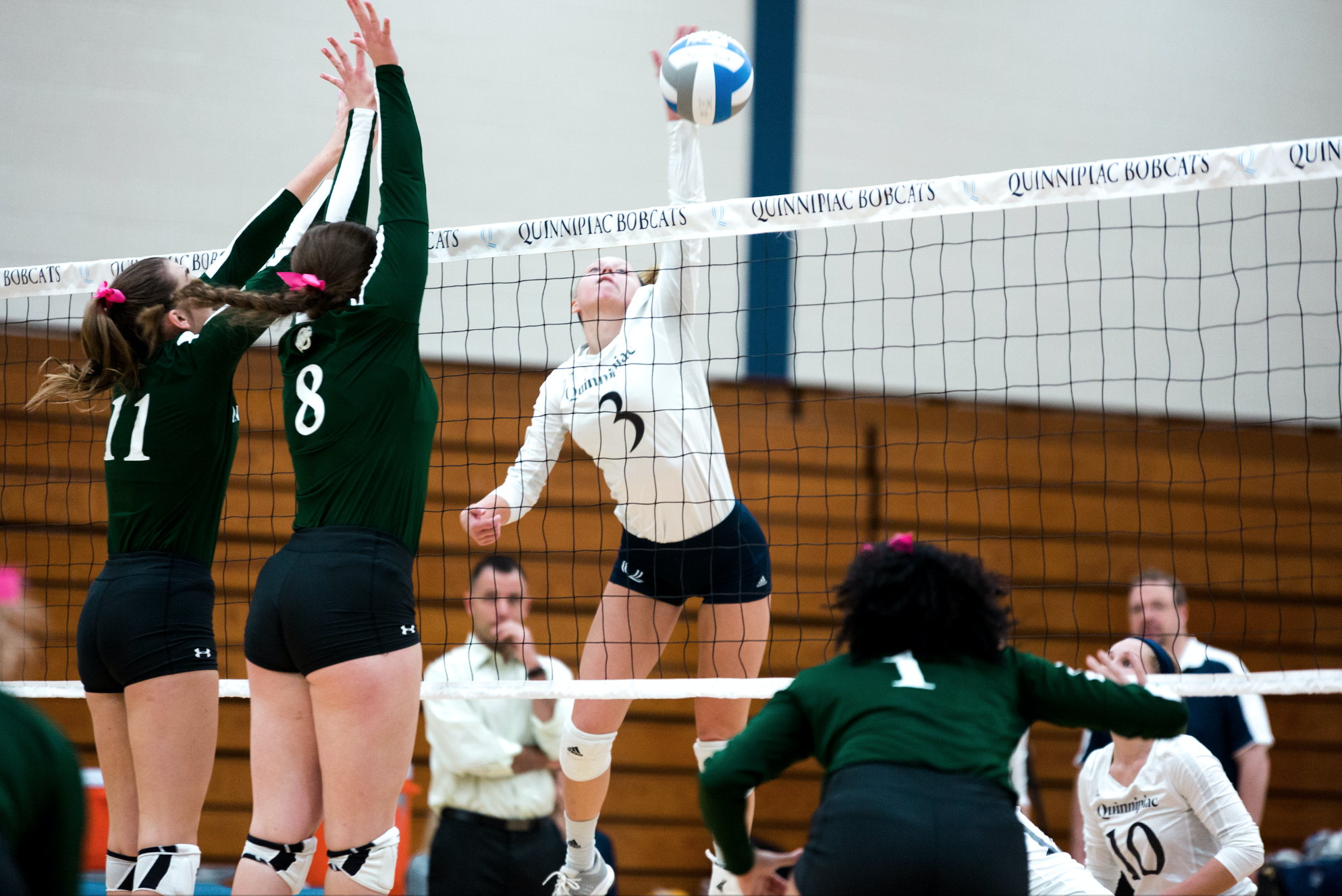 Quinnipiac volleyball ends losing streak with win over Manhattan