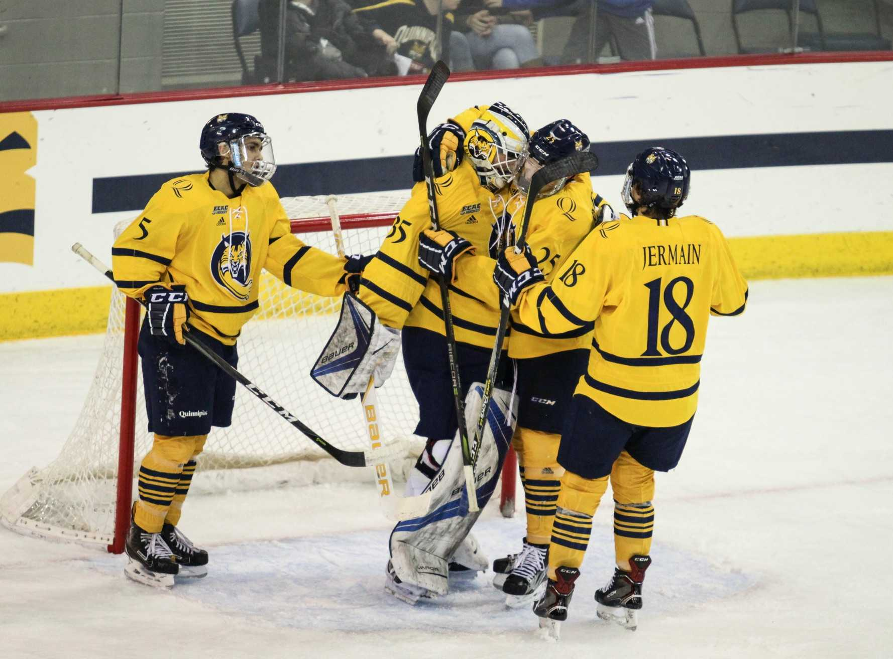 Quinnipiac men's ice hockey downs Brown, 5-0