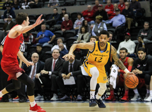 Quinnipiac men's basketball beats Fairfield 75-70, wins third straight