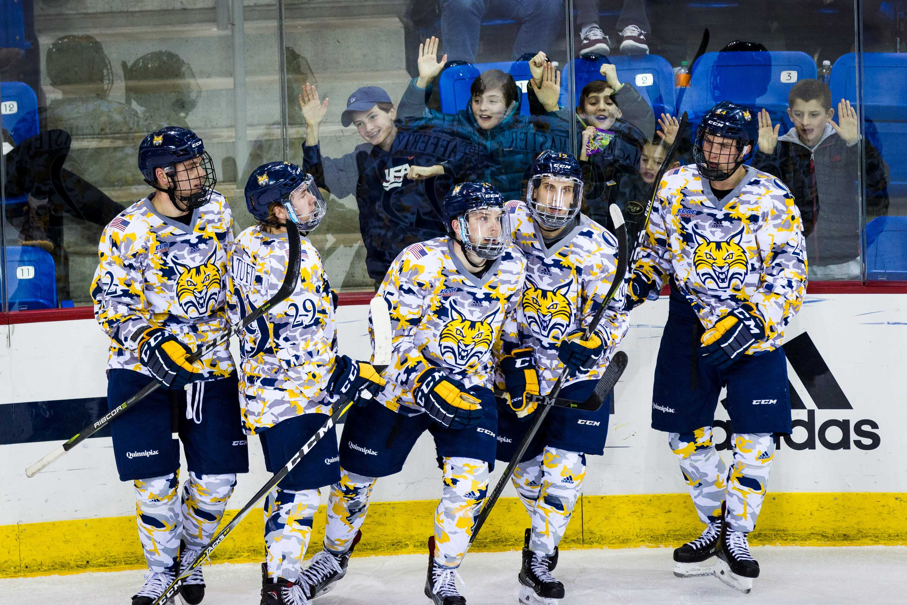 Quinnipiac men's ice hockey beats St. Lawrence 5-2, sweeps weekend