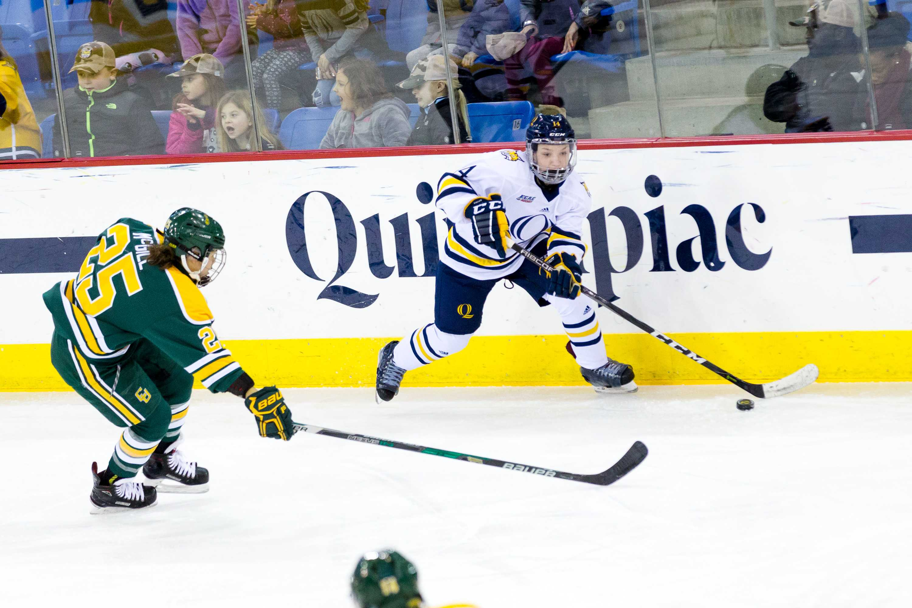 Quinnipiac women's ice hockey loses to No. 1 Clarkson at home, 2-0