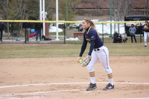 Quinnipiac and UMass Lowell split softball doubleheader