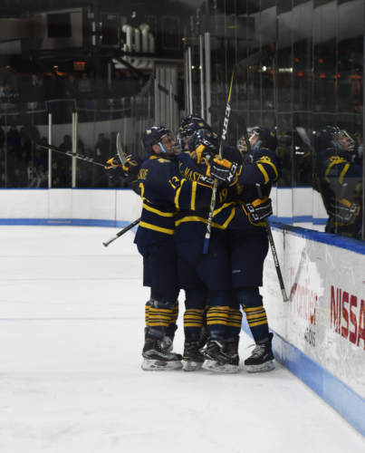 Quinnipiac men's ice hockey wins 4-1, upsets Yale on the road
