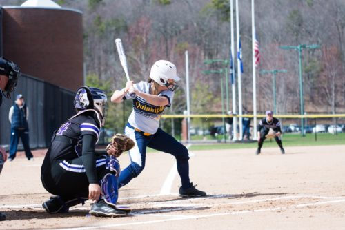 Quinnipiac softball splits doubleheader with Holy Cross