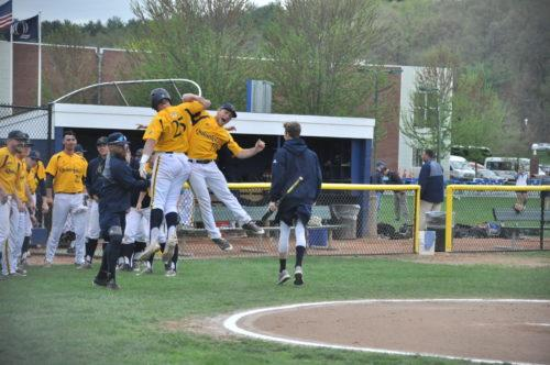 Quinnipiac baseball secures 2-1 series win against Niagara