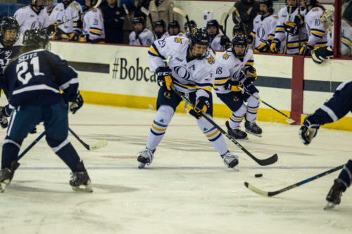 Quinnipiac women's ice hockey defeats rival Yale, 2-0