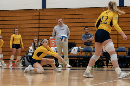 Quinnipiac+volleyball+defeats+Siena%2C+3-1%2C+improves+MAAC+record+to+6-10