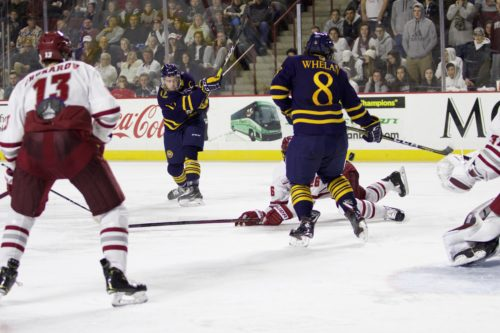Pecknold gets 500th win as Quinnipiac men's ice hockey cruise past Colgate